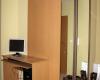 szafa z drzwiami lustrzanymi